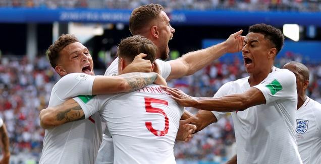 שחקני אנגליה חוגגים עם סטונס (רויטרס)