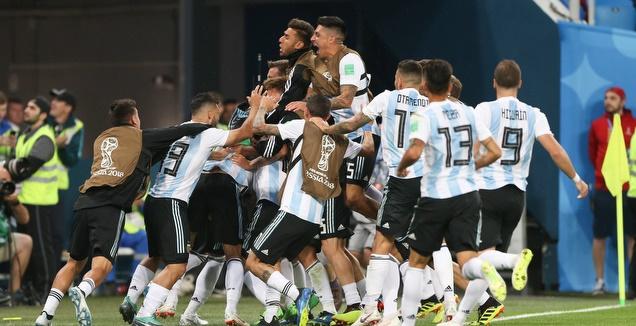 שחקני נבחרת ארגנטינה חוגגים בטירוף (רדאד ג'בארה)