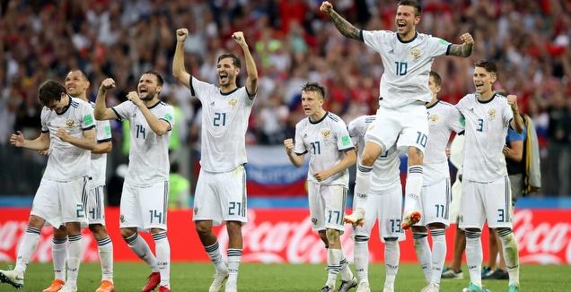 שחקני רוסיה בטירוף אחרי הניצחון על ספרד בפנדלים (רויטרס)