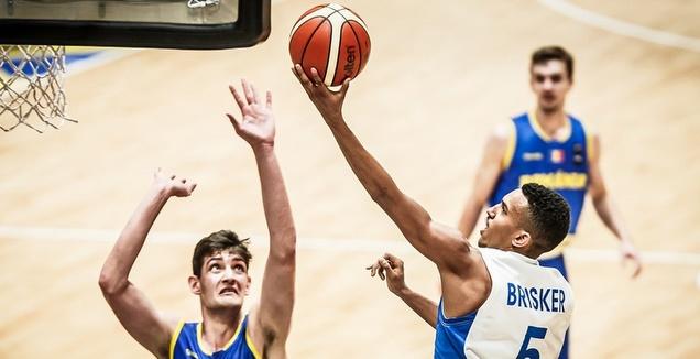 בריסקר קולע לסל (FIBA)