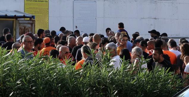 אוהדי בני יהודה בכניסה לאצטדיון ה-י