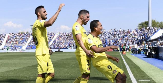 קרלוס באקה ושחקני ויאריאל חוגגים (La Liga)