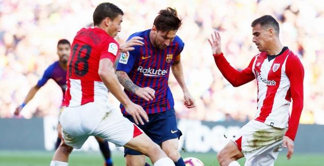 ליאו מסי עם הכדור מול אוסקר דה מרקוס (La Liga)