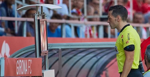 השופט פרייטו איגלסיאס נעזר במערכת (La Liga)