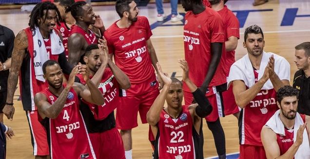 שחקני הפועל ירושלים בסיום (FIBA)