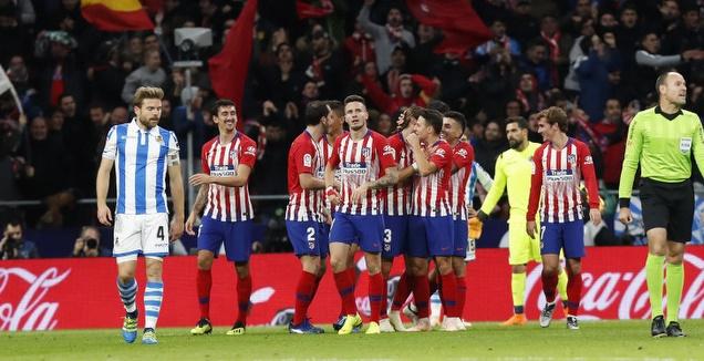 שחקני אתלטיקו מדריד חוגגים על פיליפה לואיס (La Liga)