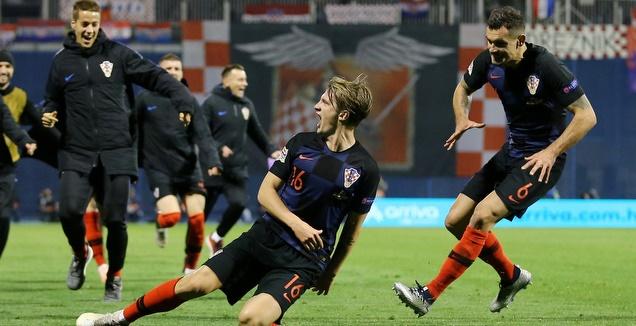 נבחרת קרואטיה חוגגת בסיום (רויטרס)