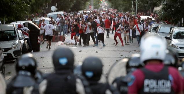 אוהדי ריבר בעימות עם המשטרה (רויטרס)