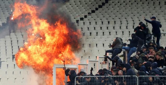 אש ביציע אייאקס באתונה (רויטרס)