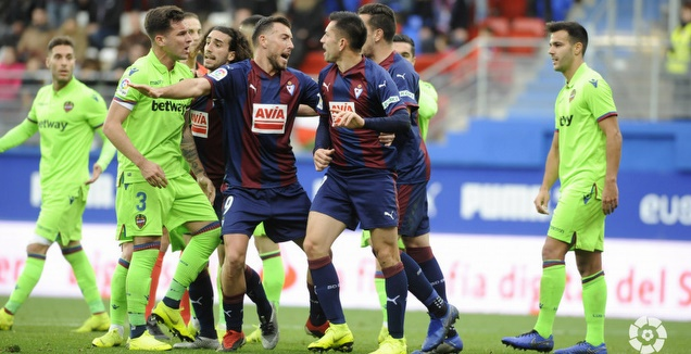 שחקני אייבר ולבאנטה מתעמתים (La Liga)