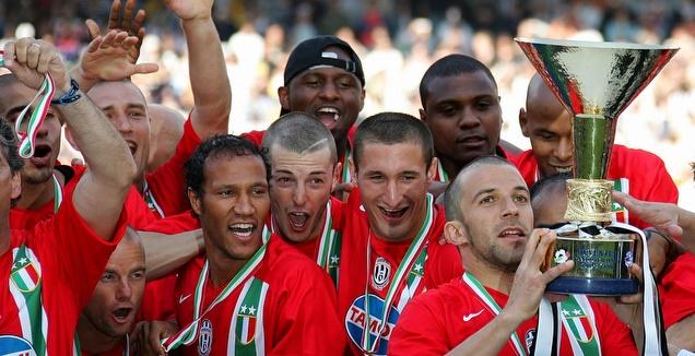 יובנטוס זוכה באליפות ב-2006 (רויטרס)