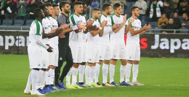 שחקני מכבי חיפה מכבדים את זכרו של שייע גלזר ז