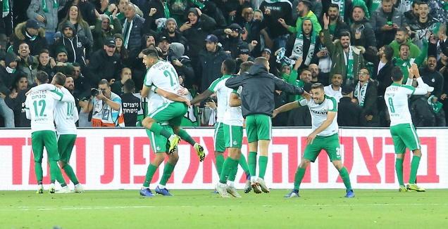 שחקני מכבי חיפה חוגגים (מרטין גוטדאמק)