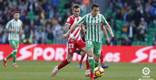 אנדרס גוורדאדו שומר על הכדור  (La Liga)