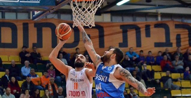 אלישי כדיר זורק לסל (FIBA)