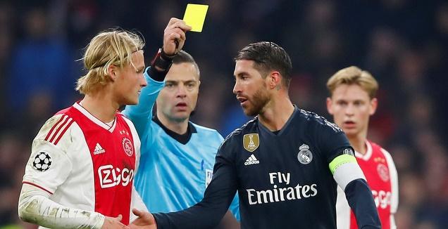 סרחיו ראמוס מקבל את הכרטיס הצהוב (רויטרס)