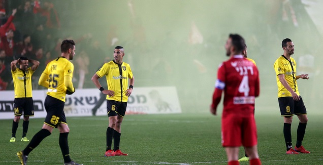 רימון העשן הצהוב לקראת סיום המשחק (אורן בן חקון)