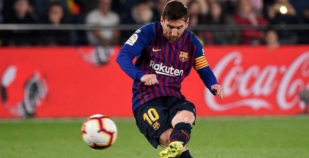 ליאו מסי בועט בכדור הרשמי של נייקי (La Liga)