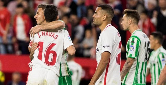 שחקני סביליה ובטיס במהלך המשחק (La Liga)