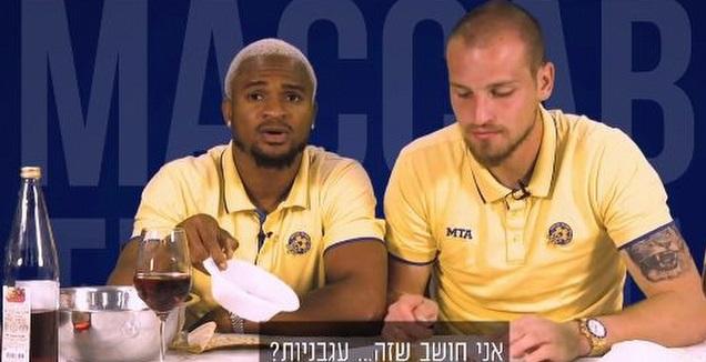 ראיקוביץ' ואופואדו טועמים את מאכלי החג (האתר הרשמי של מכבי ת&qout;א)