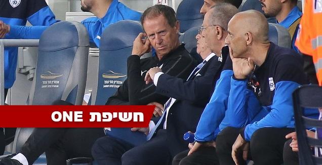 קלאוס לינדנברגר על הספסל נבחרת ישראל (רדאד ג'בארה)