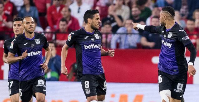 סביליה התרחקה מהצ'מפיונס עם 3:0 מביך ללגאנס