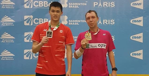 מישה זילברמן (מימין) לאחר הניצחון בגמר אליפות ברזיל הפתוחה (איגוד הבדמינטון)