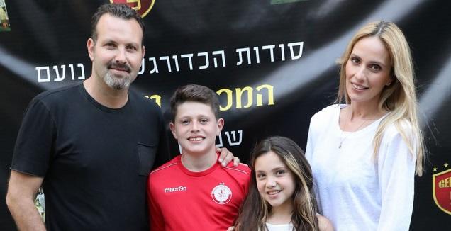 שמעון גרשון עם אשתו מלי לוי וילדיו (רפי דלויה)