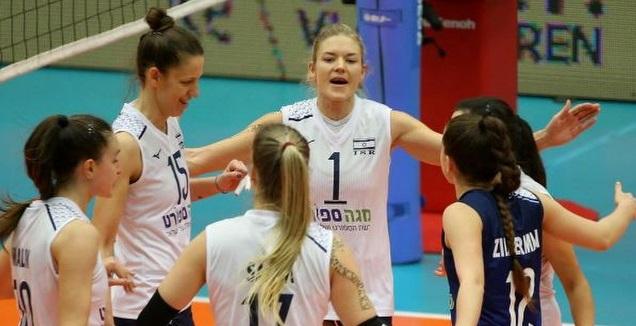 שחקניות נבחרת ישראל חוגגות (CEV)