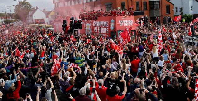 אוהדי ליברפול בחגיגות הזכייה בצ'מפיונס (רויטרס)