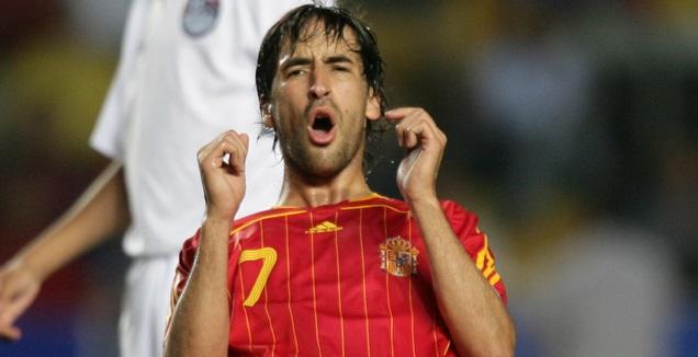 ראול במדי נבחרת ספרד (רויטרס)