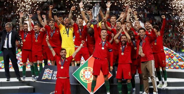רונאלדו מניף את גביע ליגת ת האומות (רויטרס)