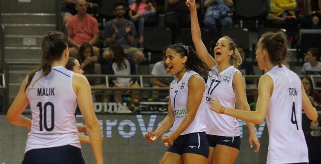 שחקניות נבחרת ישראל חוגגות מול קפריסין (דיוד סלברמן)