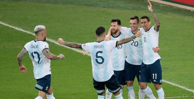 שחקני נבחרת ארגנטינה חוגגים (רויטרס)
