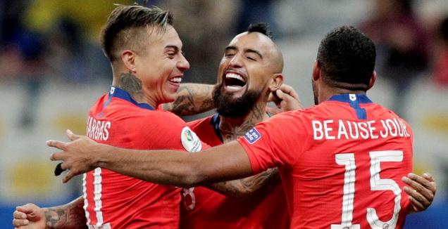 שחקני נבחרת צ'ילה חוגגים (רויטרס)