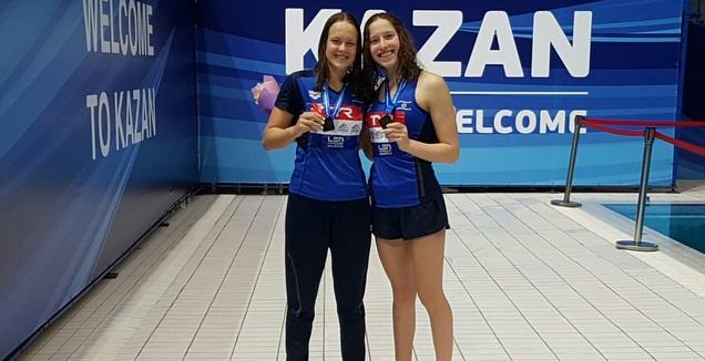 לאה פולונסקי ואנסטסיה גורבנקו (צילום: איגוד השחייה)