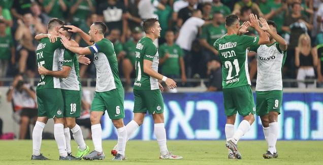 שחקני מכבי חיפה חוגגים במשחק הראשון (רדאד ג'בארה)
