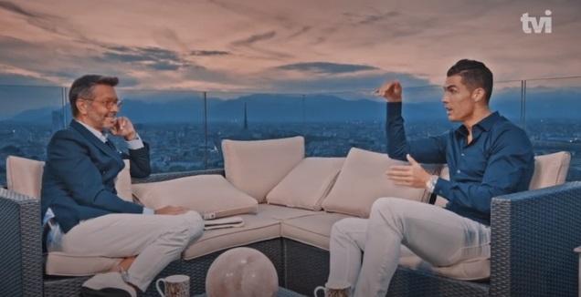 רונאלדו במהלך הראיון (צילום מסך)