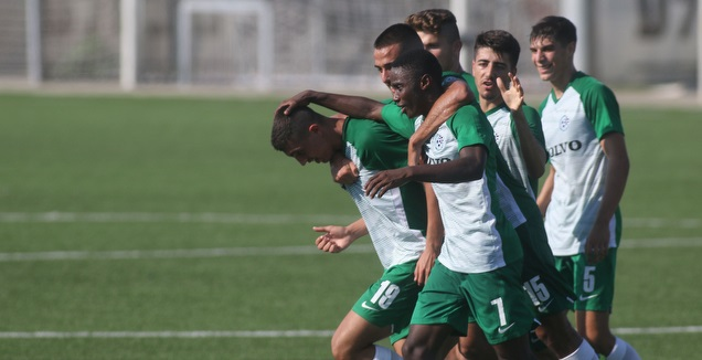 שחקני מכבי חיפה חוגגים (אחמד מוררה)