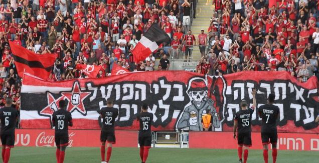 שחקני הפועל חיפה עם הקהל (אחמד מוררה)
