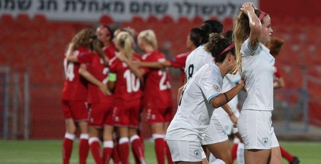 שחקניות נבחרת ישראל מאוכזבות (שחר גרוס)