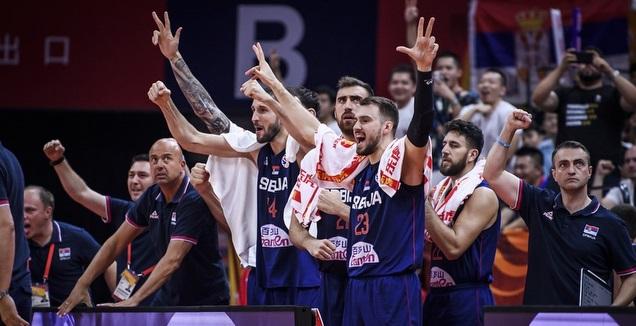נבחרת סרביה חוגגת (FIBA)