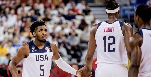 שחקני ארצות הברית חוגגים (FIBA)
