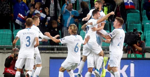 שחקני נבחרת סלובניה חוגגים (רויטרס)
