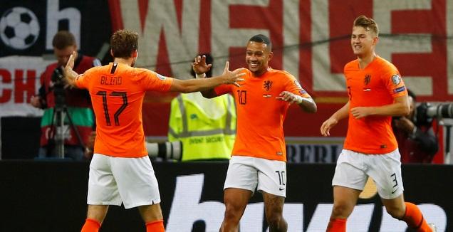 שחקני הולנד חוגגים (רויטרס)