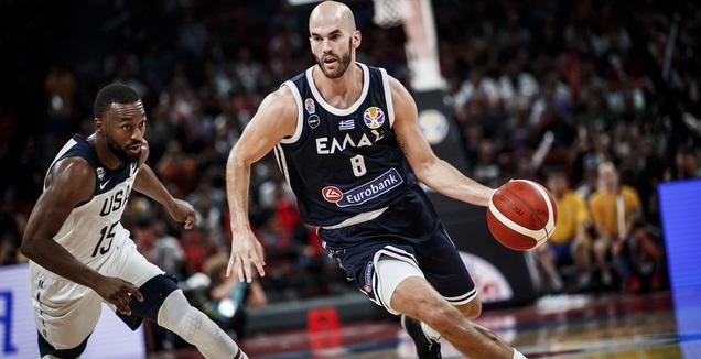 ניק קלאת'ס עם הכדור (FIBA) (רויטרס)