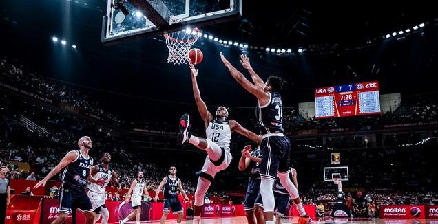 מיילס טרנר חודר לסל (FIBA)