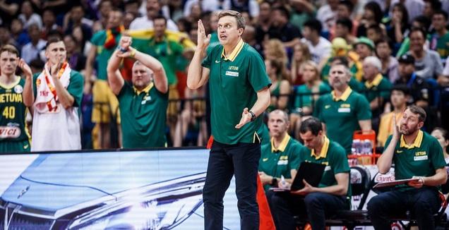 מאמן ליטא דאיניוס אדומאיטיס זועם (FIBA)