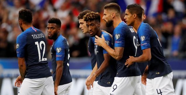 שחקני נבחרת צרפת חוגגים (רויטרס)