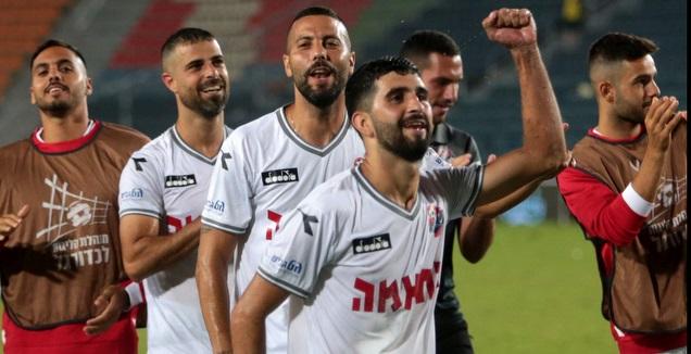 שחקני הפועל חיפה חוגגים (אורן בן חקון)
